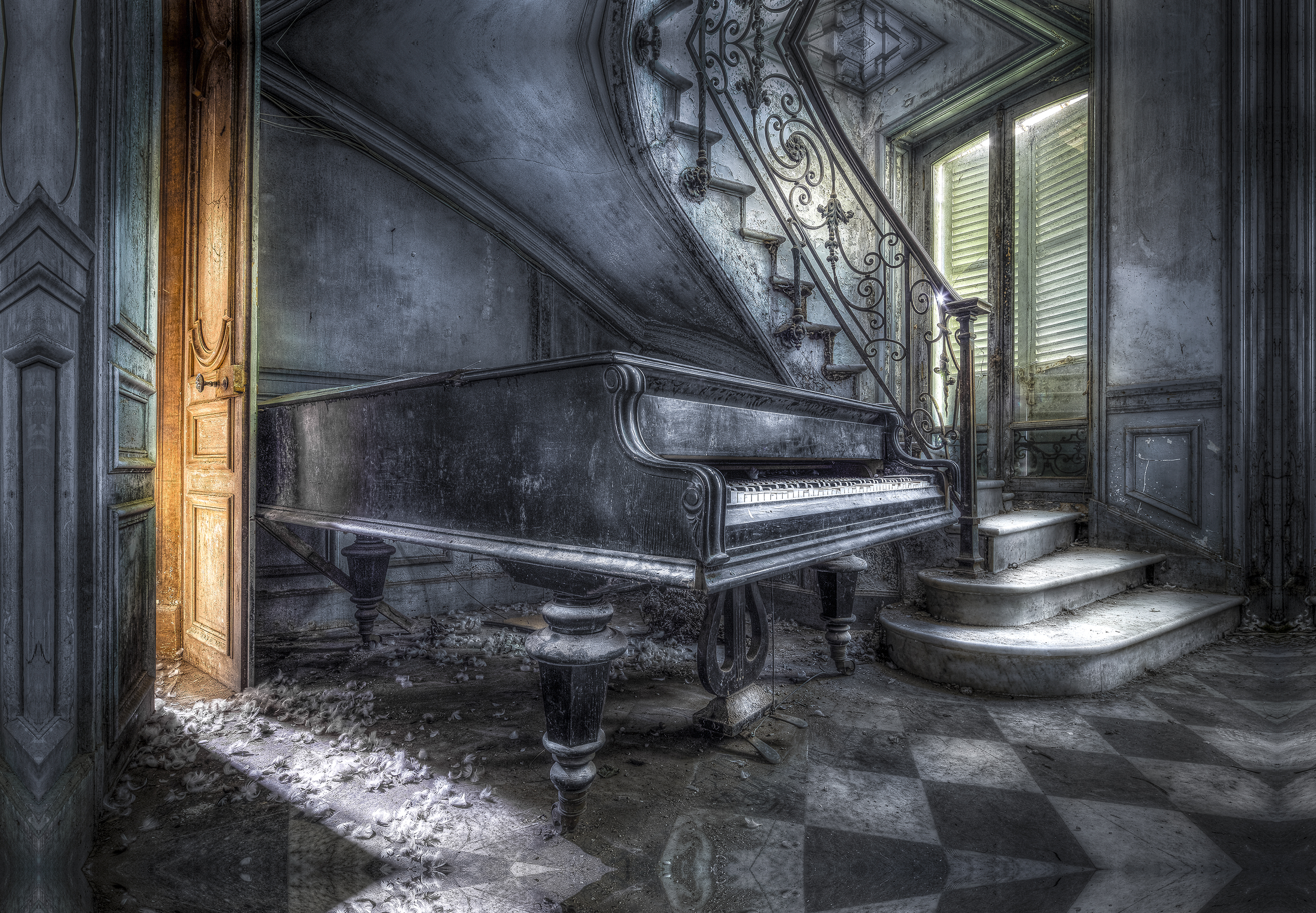 21 Old Piano